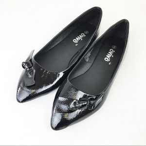 NWOB SZ 8 Black Pointed Toe Bow Patent Flats